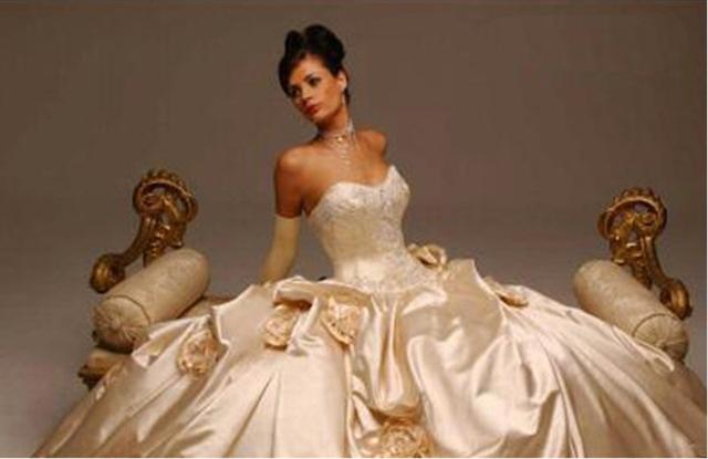 f11d312ebe8 Продается Салон свадебных и вечерних платьев. Организационно правовая  форма  Предприниматель Срок существования бизнеса в годах  10