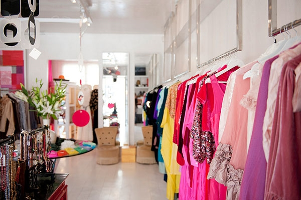 d0a23a7f104eae0 Бутик модной женской одежды, обуви и аксессуаров расположен в популярном  месте - Fashion Avenue, в Дубае.