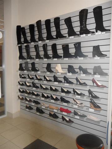 15000 $ торг. продается в ТЦ Континент прибыльная.действуюшая обувная точка