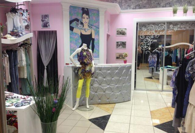 1fea8fb1fd3d793 Продается действующий бутик итальянской одежды и аксессуаров. Магазин  расположен в популярном торговом центре премиум-класса с